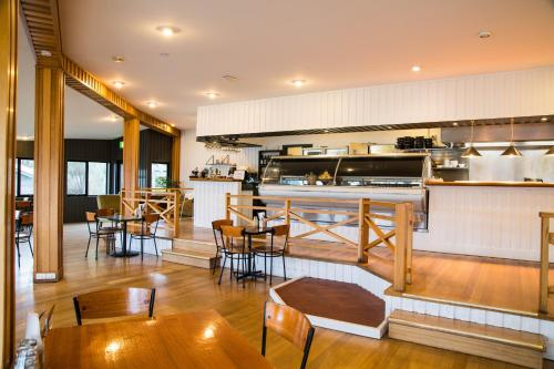 A restaurant or other place to eat at Freycinet Lodge
