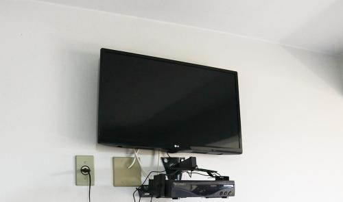 A television and/or entertainment center at Pousada Mello