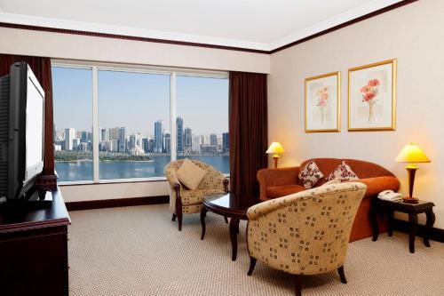 منطقة جلوس في Corniche Hotel Sharjah