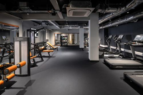 The fitness center and/or fitness facilities at YOTEL Edinburgh