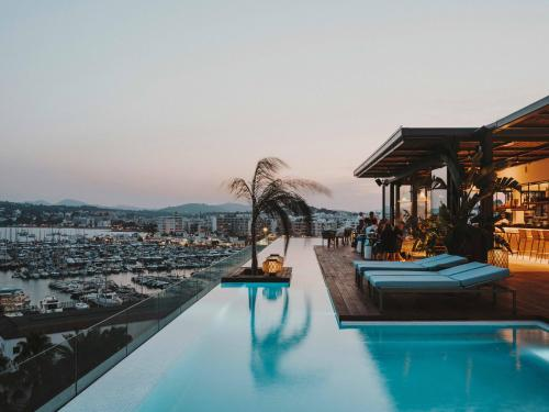Piscina en o cerca de Aguas de Ibiza Grand Luxe Hotel