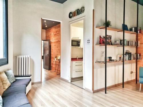 A kitchen or kitchenette at Rodamon Barcelona Hostel