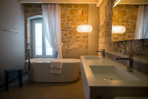 A bathroom at Hotel Osam - Adults Only