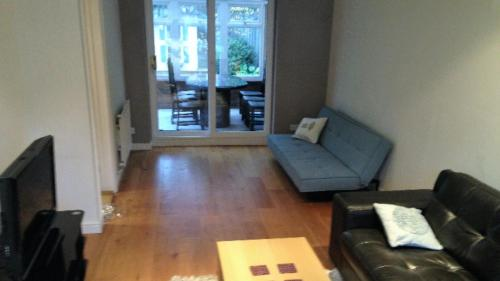 A seating area at The Hollies Abode & free parking - perfect London long stay