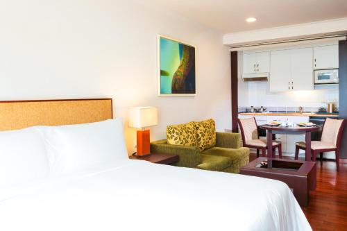 A bed or beds in a room at The Landmark Serviced Apartment - Managed By Peninsula Properties