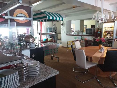 Ein Restaurant oder anderes Speiselokal in der Unterkunft Hotel Garni Elegant