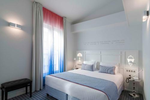 A bed or beds in a room at Hotel 34B - Astotel