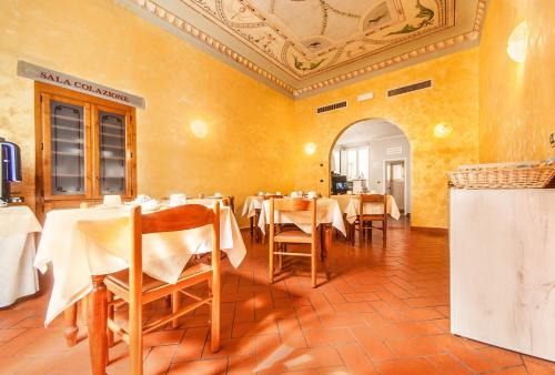 Un restaurante o sitio para comer en Hotel Costantini