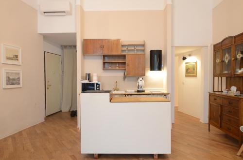 A kitchen or kitchenette at Melarancio 3 - Keys Of Florence