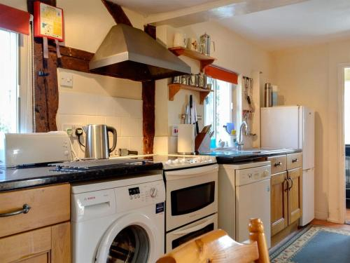 A kitchen or kitchenette at The Cottage III