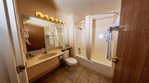 A bathroom at FairBridge Inn Express Dillon