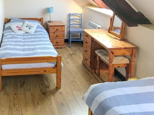 A bed or beds in a room at Colombo Cottage