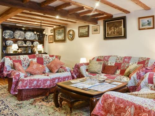 A seating area at Railway Cottage