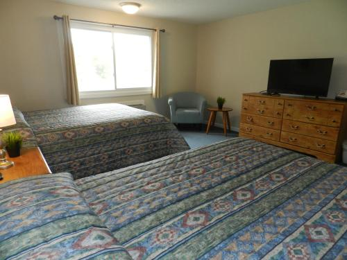 A bed or beds in a room at C-Way Resort