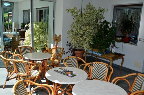 Ein Restaurant oder anderes Speiselokal in der Unterkunft Pension Pichler