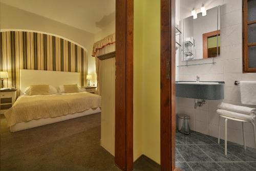 Кровать или кровати в номере Hotel U 3 Pstrosu