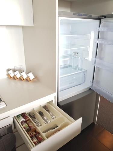 A kitchen or kitchenette at Wonderful Multiple Bedroom Apartment