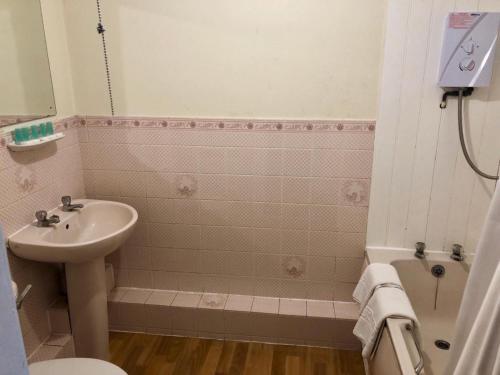 A bathroom at Reading Budget Apartments