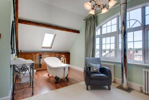 Carnegie Library: Shakespeare Apartment 3 Bedroom
