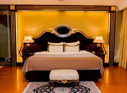 A bed or beds in a room at Grand Excelsior Hotel Al Barsha