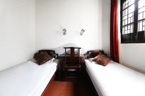 A bed or beds in a room at Mingtown Suzhou Youth Hostel