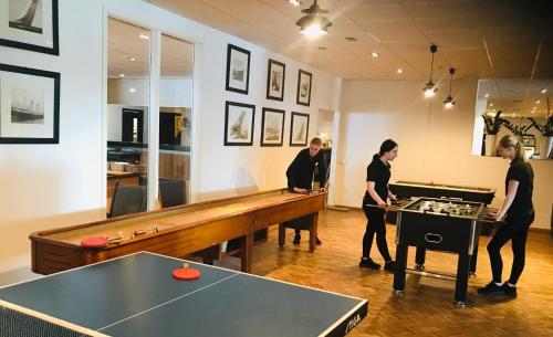 Pingisbord vid eller i närheten av Quality Hotel Vänersborg