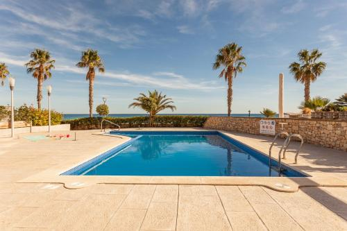 Het zwembad bij of vlak bij Cala Cristal by Pierre & Vacances Premium