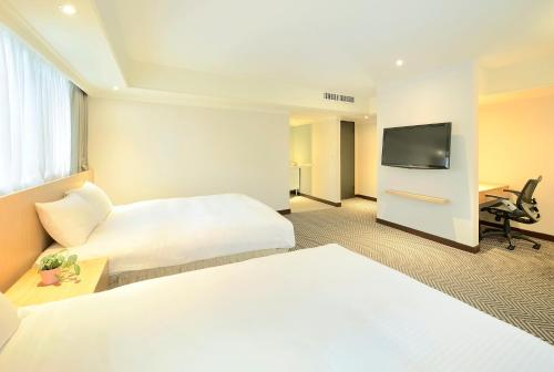A bed or beds in a room at Green Garden Apartments-A