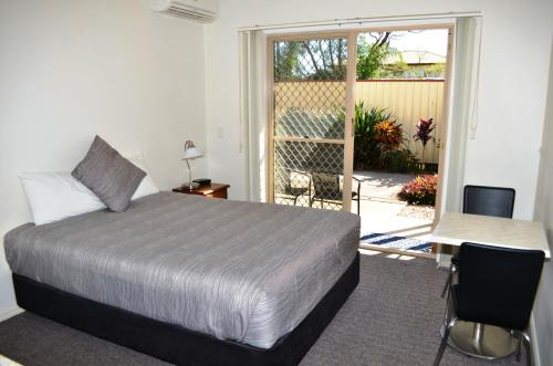A bed or beds in a room at Redland Bay Motel