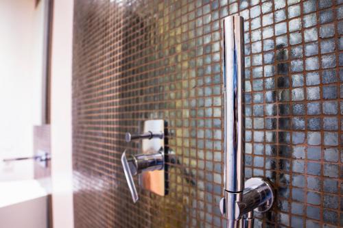A bathroom at CAB Ap'art