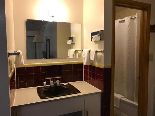 A kitchen or kitchenette at Motel Grand