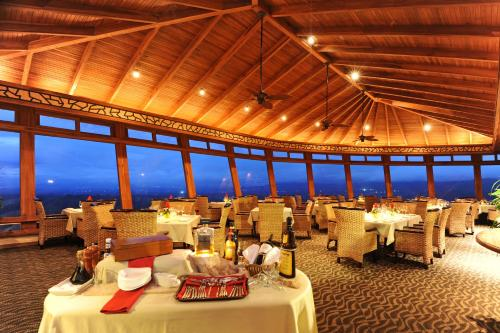 A restaurant or other place to eat at The Springs Resort & Spa at Arenal