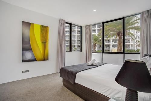 A bed or beds in a room at Aria Apartments