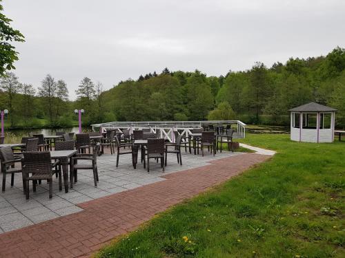 Ein Restaurant oder anderes Speiselokal in der Unterkunft Der Quellenhof