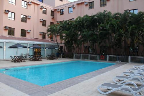 The swimming pool at or near Sleep Inn Galleria Campinas