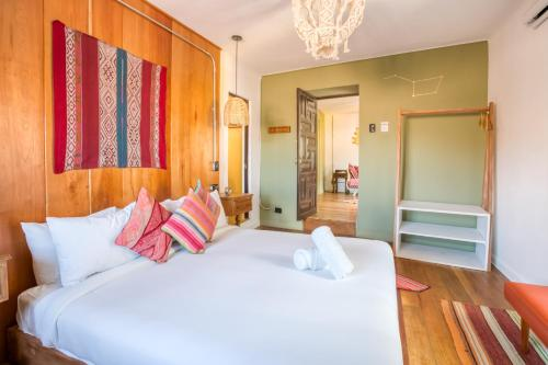 A bed or beds in a room at Selina Saphi Cusco