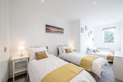 Huge Bedford Apartment for Business Workers by Comfy Workers