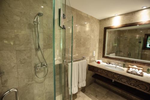 A bathroom at Pacific Resort Aitutaki