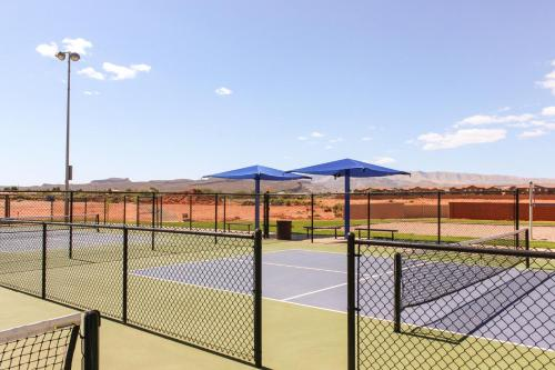 Tennis and/or squash facilities at Red Rock Ranch Retreat: Paradise Village #10 or nearby