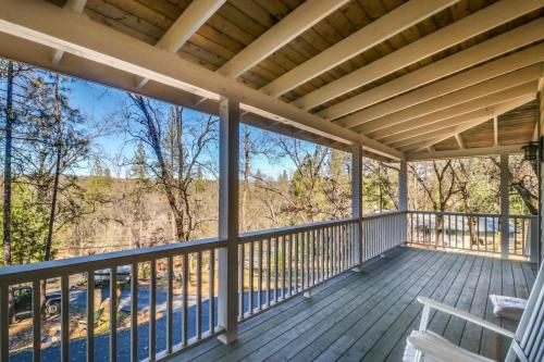 A balcony or terrace at Pine Mountain Magic