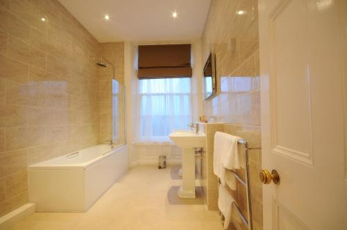 A bathroom at Solberge Hall Hotel