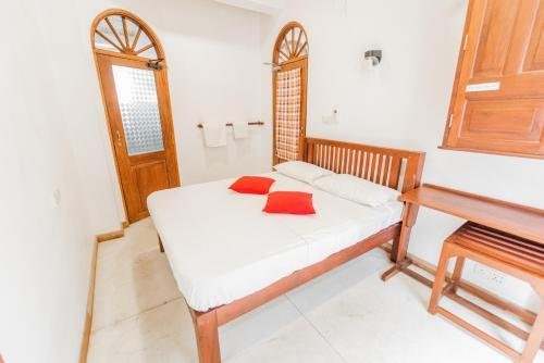 Een bed of bedden in een kamer bij Fort Sapphire