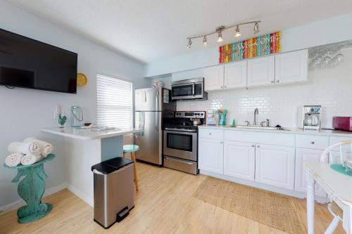A kitchen or kitchenette at Bay View Inn 202