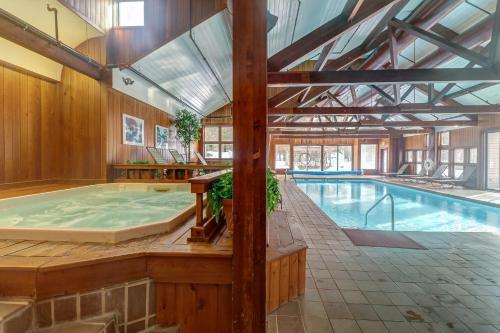 The swimming pool at or near Piper Ridge: B6