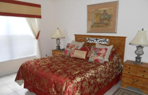 A bed or beds in a room at TS Vacation Homes