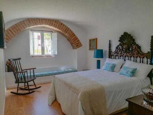 A bed or beds in a room at Casa Brazao de Mira