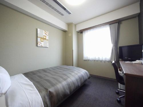 A bed or beds in a room at Hotel Route-Inn Myoko Arai