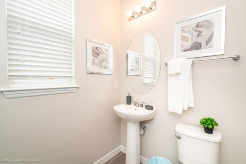 A bathroom at 1719Cvt Orlando Newest Resort Community Home Villa