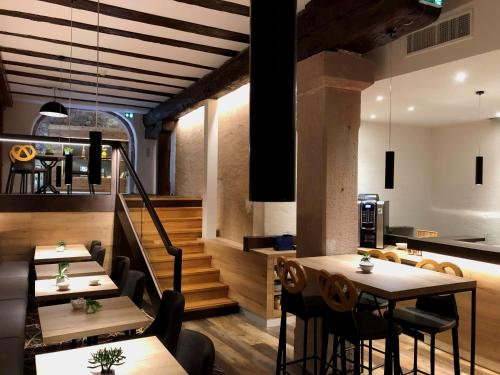 A restaurant or other place to eat at Hotel KLE, BW Signature Collection