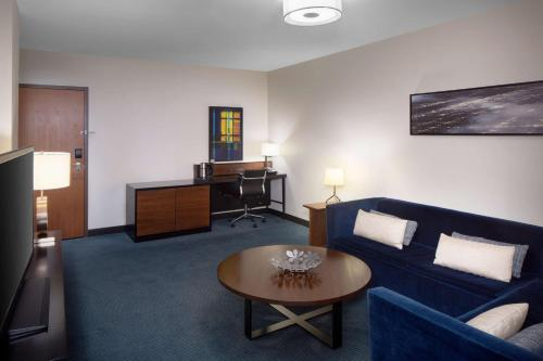A seating area at Hyatt Regency Minneapolis